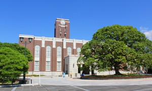 一橋大学、ついに法経済商全部の偏差値が大阪大学に抜かれる
