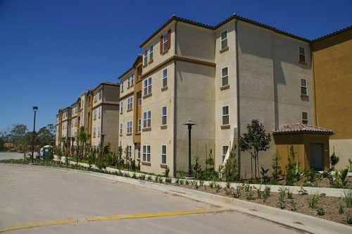 apartments-1647608_640